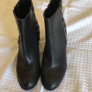 NEW FOREVER 21 BLACK BOOTIES SIZE 7